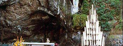 small Grotte DeMassabielleLourdes3